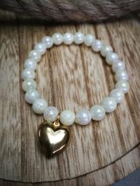 Witte kraal armband met gouden hartje