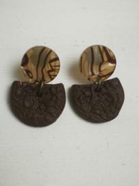 Bruine stekers met reliëf