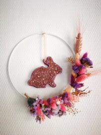 Droogbloemen krans met konijn