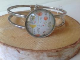 Zilverkleurige gebloemde armband