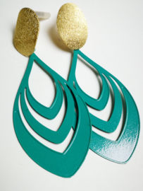 Aqua en goudkleurige oorbellen