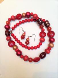 Juwelenset in rood met een toets goud