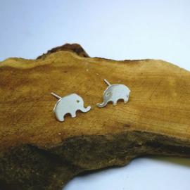 Zilverkleurige olifant stekers