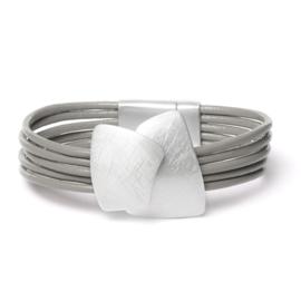 Grijsgroene armband met zilverkleurig stuk
