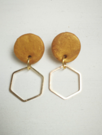Goud gele hexagon oorbellen