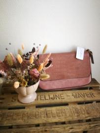 Roze handtas met croco klep