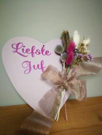 Liefste juf hart met droogbloemen