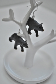 Zwarte beer oorbellen