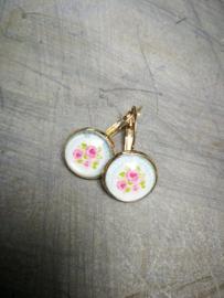 Zachte kleuren bloemen oorbellen
