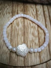 Witte bloem armband
