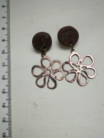 Bruine bloem oorstekers