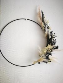 Krans in zwart wit flower hoop