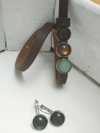 Bruine lederen armband met toetsen grijs
