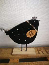 Zwarte kip op staander