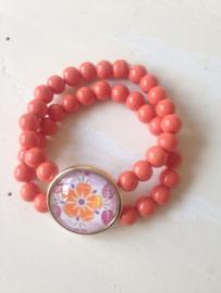Roze gebloemd medaillon