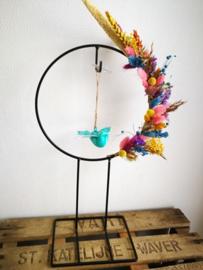 Vrolijke bloemenstaander droogbloemen met vogel
