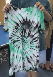 Tie-Dye een t-shirt + pixel een sleutelhanger