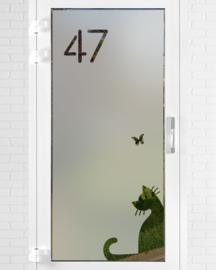 verticale statische raamfolie • Kat met vlinder met huisnummer
