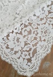 Antiek kanten kleedje 100 x 77