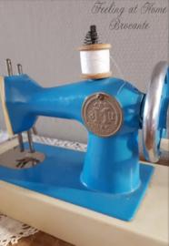 Oude kindernaaimachine