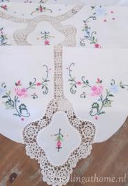 Geborduurd tafelkleed 250 x 160