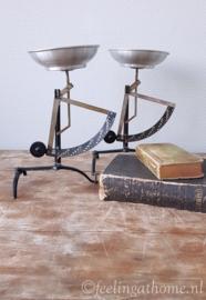 Antieke brievenweegschaal