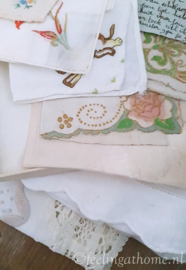 Antieke zakdoekjes in doosje