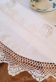 Tafelkleed ovaal met kant 170 x 130