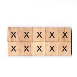 11.03 Houten scrabble blokje: x
