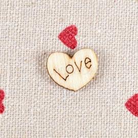 04. Houten hartjes met de tekst: Love