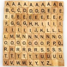 11.01 Houten scrabble letters