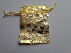 18.03 9x7 gouden organza zakjes met rozen
