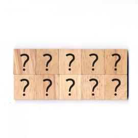 11.02 Houten scrabble blokje: ? (vraagteken)