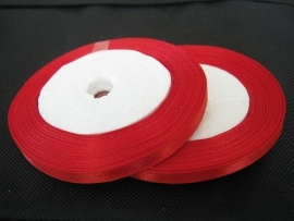10.15 Rood satijn lint 6 mm.