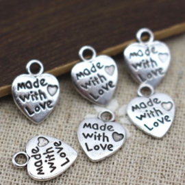 Hartjes met de tekst: Made with love