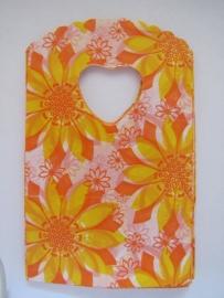 Witte tasjes met gele en oranje bloemen