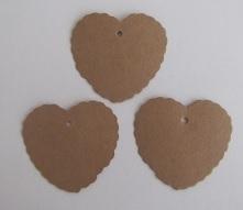 05. 5 kartonnen hartjes labels incl. touw