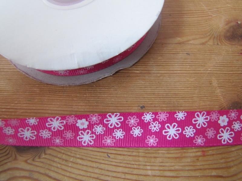 10.06 Roze lint met roze en witte bloemen
