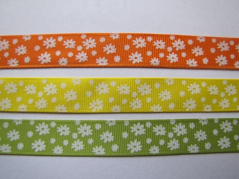 10.06 Gekleurd lint met witte bloemen