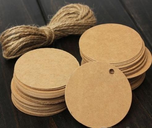05. 5 kartonnen ronde labels incl. touw