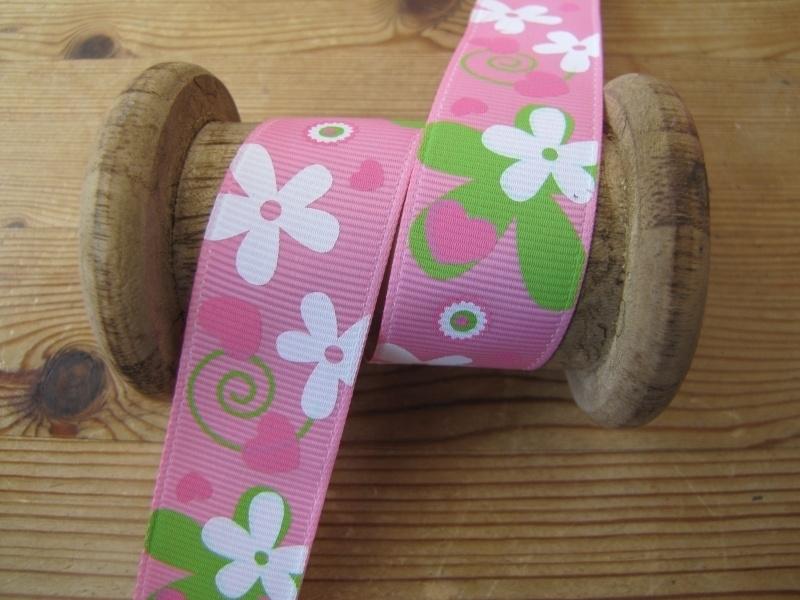 10.06 Roze lint met bloemen en hartjes