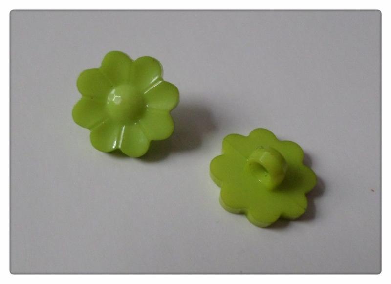 08.02 Groene bloemen knoopjes