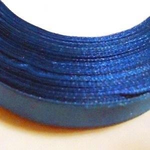 10.15 Blauw satijn lint 15 mm.