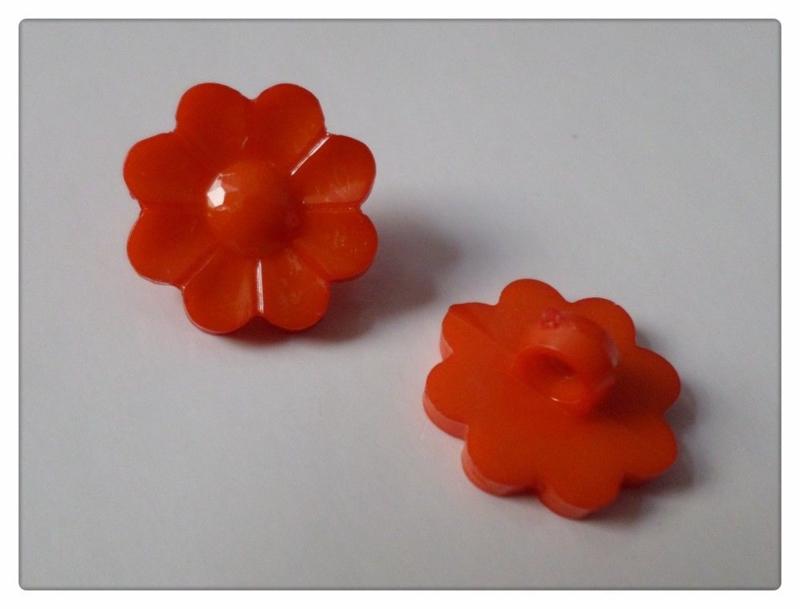 08.02 Rode bloemen knoopjes