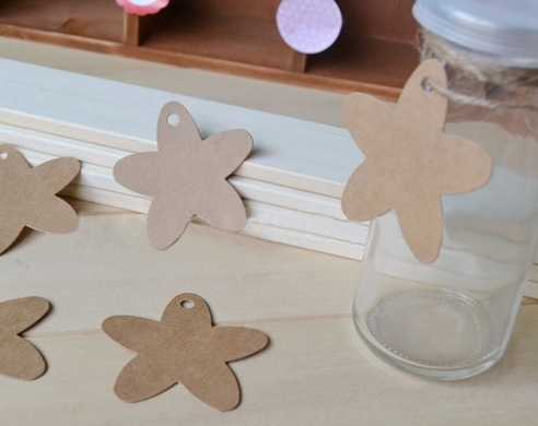 05. 5 kartonnen bloem labels incl. touw