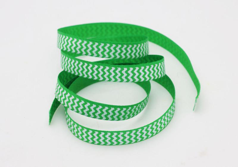 10.05 Groen lint met wit gekartelde opdruk
