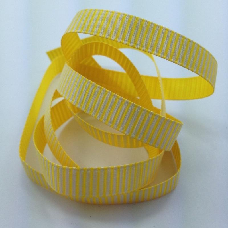 10.00 Geel lint met witte opdruk