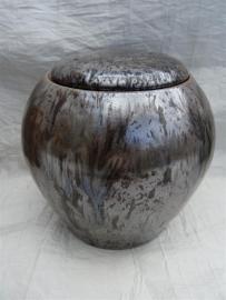 Urn bruin / bronskleur. MU 64