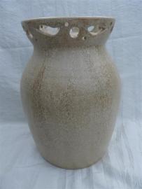 Urn creme met waxine houder. U 173