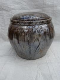 Urn bruin / bronskleur. MU 65